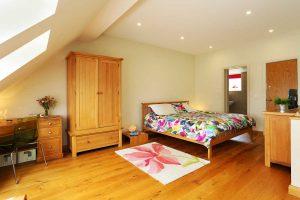 Master king bedroom and en suite shower room